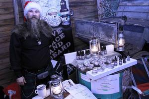 Ingen vanlig tomte utan en alldeles äkta skäggexpert är John-Olov Erickson, som sålde skäggprodukter.