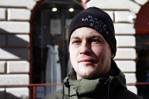 August Forsgren, Östersund: 1. Det beror väl på uppgörelsen är, mellan köparen och säljaren. Så då säger jag nej. 2. Nej. 3. Nej.
