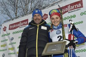 Vid prisutdelningen efter lördagens lopp i Bruksvallarna fick Stina Nilsson ta emot Sixten Jernberg-priset för sina prestationer under förra säsongens SM-vecka: