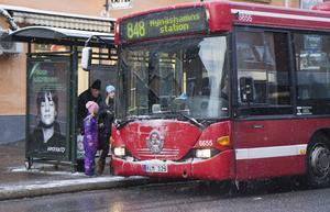 Nu på vintern råder större trängsel i kollektivtrafiken i Nynäshamn, vilket är bekymmersamt, anser Britt-Marie Jacobsson i Pensionärspartiet.
