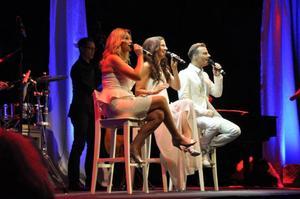 Under söndagskvällen fylldes Sporthallen med publik som kommit för att se Jessica Andersson, Sonja Aldén och Magnus Carlsson framföra Christmas Night.