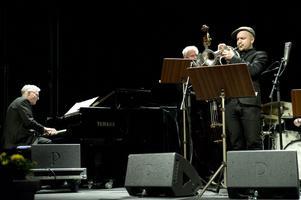 man spelade kompositioner av både Helge Albin och av Cennet Jönsson.