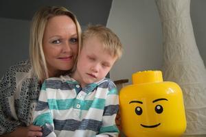 Mamma Anna Kihlström är glad över att ha sin son David hemma.