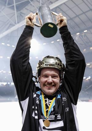 Magnus Muhrén jublar efter SAIK:s SM-guld i våras.