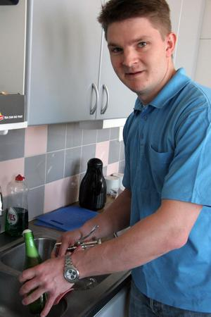 Det är hemma i köket i Tjärnelund som Jesper Meyer brygger öl.