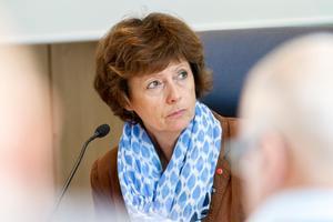 Marie Centerwall (S) vill att förvaltningsrätten avslår Karl-Erik Wångstedts överklagan av bandyhallsbeslutet.