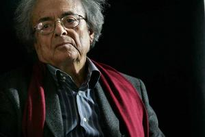 """Adonis  (Ali Ahmed Said)  Syrien/FRANKRIKEMichael Gustavsson, professori litteraturvetenskap, Högskolan i Gävle.– Adonis har influerats mycket av europeisk modernism. Han betraktas allmänt som det arabiska språkets främste poet i vår tid.Att läsa: """"Sånger av Mihyar från Damaskus"""", i tolkning av Hesham Bahari och Ingemar och Mikaela Leckius."""