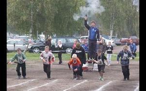 Startskottet går för nya löparbanan på Prästskogsvallen sedan Hedslund banor blivit utdömda.FOTO: BENGT OLDHAMMER