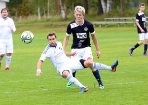 Vasse Dennis Persson leder skytteligan i sexan och mot Offerdal satte han två bollar i nät.