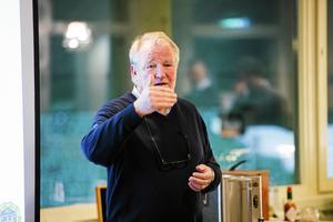 Johan Nikula, ordförande i GIF Sundsvall, under ett möte med medlemmarna.