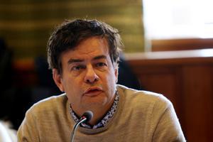 Pär Jönsson menade att kommunen nu inför en intern flygskatt, men han fick mothugg.