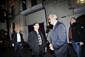 Lars-Göran Ståhl och Peter Bergström var två de lokala S-politiker som mötte Håkan Juholt när den så kallade förlåt mig-turnén i går förde Socialdemokraternas partiledare till Gävle.