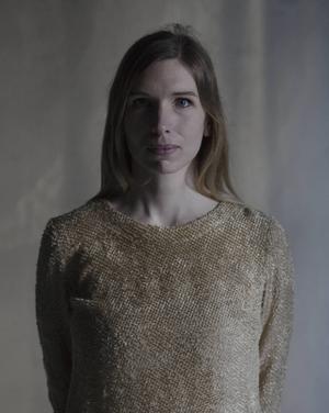 Marit Furn är utbildad journalist, studerar på psykologprogrammet och arbetar som bildkonstnär. Hon är född och uppvuxen i Stockholm, men har via moderns släkt även ett knippe rötter i Siljansbygden. Skuggan är hennes debutroman.