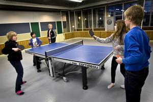 Rundpingis. Det är ungdomsgårdarnas inofficiella nationalsport.