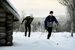 Stockholmarna Daniel Johansson och Jakob Helbrink stortrivdes i spåren i Långmyraterrängen.
