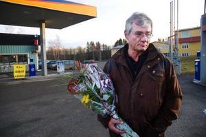 """""""Jag kände genast att vi ska vara först med det här. Elbilar är någonting att satsa på"""", säger Pär-Åke Asplund, ägare av butiken vid Statoilmacken  i Myrviken."""