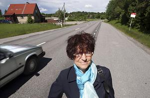 Framtiden för den hårt trafikerade och olycksdrabbade väg 57 är en av många stora frågor som berör Järnabornas vardag. Liselotte Almén Malmqvist arbetar för bättre kommunikation mellan medborgarna och politikerna.