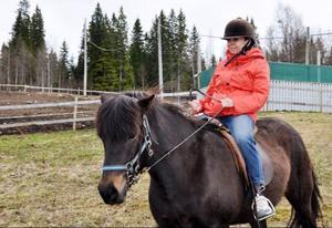 Marina Toptyguna reser runt i hela världen och gör inslag till de tv-program hon medverkar i. Inriktningen är djur, kultur, mode, skönhet och olika traditioner. Att rida islandshäst var något hon inte prövat förut.