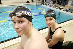 Emil Söderholm och Maja Fredriksson är två av LSS många talangfulla simmare. De tycker att omställningen gått bra och att de vant sig fort.