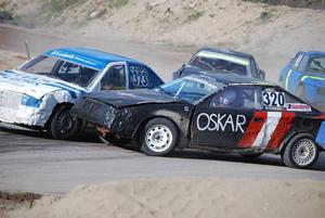 Linus Andersson (323) och Oskar Rosén (320) gjorde upp om segern i juniorklassen. Linus kunde till slut ta hem spelet.