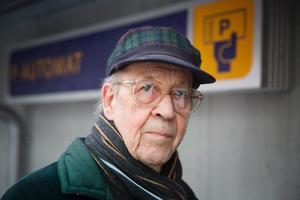 Thure Dolvander, pensionär, Telgehusets parkering: – Närheten. Här är det centralt och bra. Priserna är bra i jämförelse med Stockholm också.