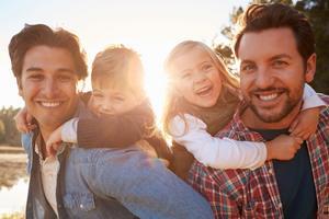 Svenska par som skaffar barn genom spermadonation och surrogatarrangemang måste adoptera vilket gör att antalet adoptioner av barn födda i Sverige ökar.
