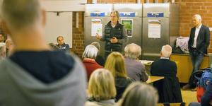 På torsdagskvällen höll Niclas Holm ett möte om den planerande bergtäkten.