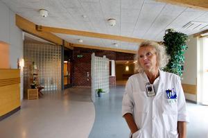 Lena Carlsson är länsverksamhetschef för onkologi, sjukhusfysik, patologi och mammografi, har stora förhoppningar om att bristen på patologer i Region Väsernorrland är på väg att lösas.