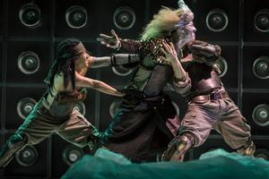 Varje resa har ett mål - Odysseus tog många år på sig att hitta hem. Här i Norrdans tolkning. Bild: Bengt Wanselius