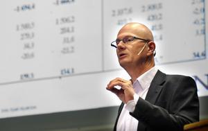 De nya prognoserna om lägre skatteintäkter får nu betydelse för budgetplaneringen kommande år, framhåller Kjell Nyström, tf kommundirektör.