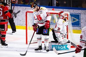 Deppigt efter Erik Gustafssons mycket snöpliga 3–1-mål. Bild: Simon Eliasson/Bildbyrån