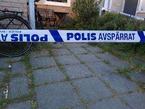 Avspärrningarna kring Lena Wesströms bostad utökades under fredagen.