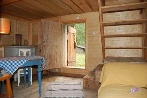 I det inredda härbret finns el och två sovrum. Foto: Westergården & Partner AB / Sam Westergård