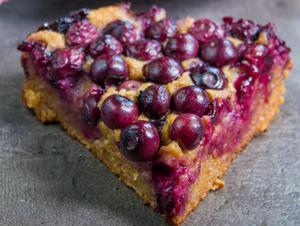 Nina Snijders blåbärskaka innehåller varken vitt socker eller gluten. Foto: Nina Snijder