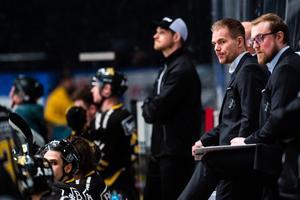 Tomas Mitell och assisterande tränare Jeff Jakobs fick se sitt lag spela betydligt bättre mot Västervik. Foto: Simon Hastegård / Bildbyrån