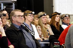 Många åhörare utnyttjade allmänhetens frågestund med frågor om skolorna i Ramsberg och Rockhammar. Stämningen var allvarlig men respektfull.