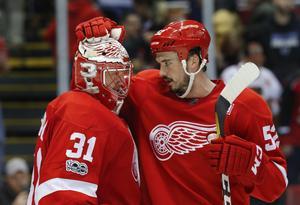 Jonathan Ericsson, här med Jared Coreau, är på väg att lämna Detroit.