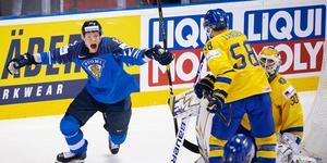 Finland firar efter deras 2–3-reducering. Foto: Joel Marklund/BILDBYRÅN