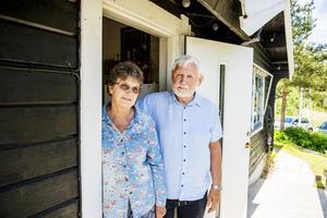 Martin Strömqvist och sambon Barbro Nygård ska spendera sommaren på Spikarna. I december går flyttlasset till en nynyggd lägenhet.