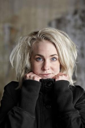 Sara Beischer har skrivit en roman full av igenkänning – Minna Jonsson förflyttas till Sörbyskolan igen.