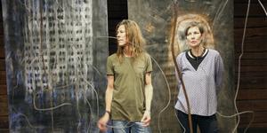 Gävlekonstnärerna Peter Endahl och Maria Forsling Jenke ställer ut dystra landskap och återbruk på Kvarnen tillsammans med textilkonstnären Åsa Westman, Stockholm.