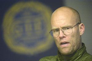Joel Cedergren har en plan klar för sig om Linus Hallenius försvinner.