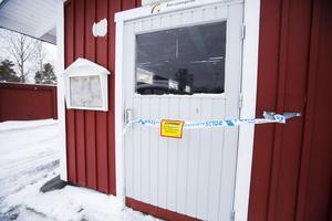 Flera byggnader spärrades av i Norrsundet.