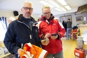 Peter och Tina Larsson från Sköllersta utanför Örebro var mycket nöjda med sina fynd, en båtmansstol och tennglas.