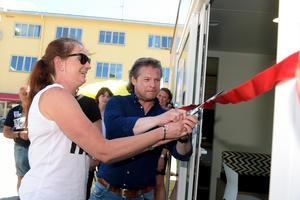 VN:s ansvarige utgivare Marie Johansson Flyckt och nyhetschef Stefan Fels inviger Visionspalatset på Flanaden i Värnamo 24 maj 2018.