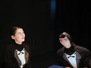Dasha Nikiforova spelar den lismande nyinvalda ledamoten i