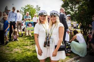 Tvillingarna Ebba och Elin Ingemarsson tog sig båda igenom samhällsprogrammet och firade studenten den här dagen.