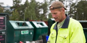 Vissa stationer som Anders Ohlén och hans arbetsgrupp brukar städa dagligen, kan nu stå orörda i flera dagar. Det efter att gruppen fått städansvar för ytterligare ett 20-tal stationer.