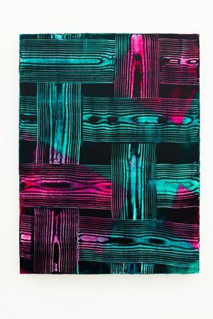 Målning av Jakob Ojanen. En grön och en röd färg har målats så tätt att de tillsammans blir en svart yta. Därefter har Jakob Ojanen försiktigt skrapat fram mönster i målningarna.