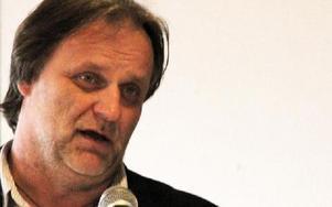 Wojciech Nedzewicz säger att landstinget bara ser till pengar, inte till människor. Foto: Eva Högkvist